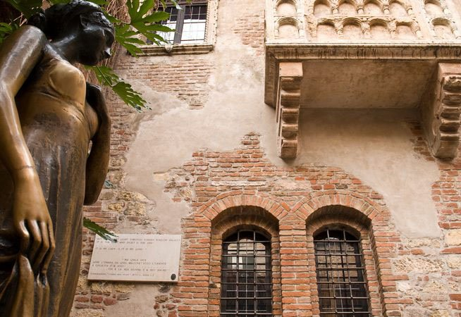 Juliet-Capulets-balcony-in-Verona_SMALL-846x450
