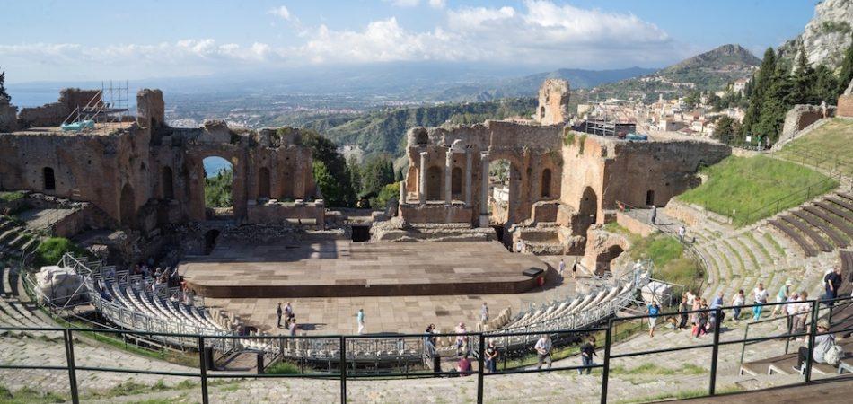 Amphi-theater